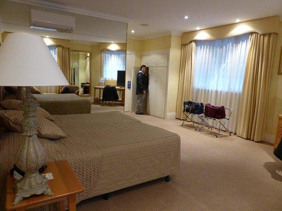 Miss Maud Hotel : Room facing Murray Street