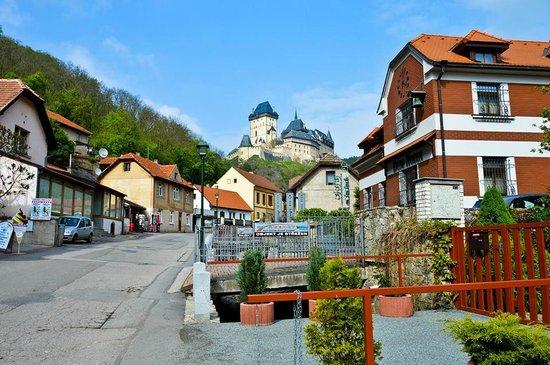 Karlstejn Castle : Вид на замок и деревушку