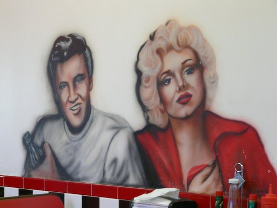 Duffy's Diner: Nice decorations