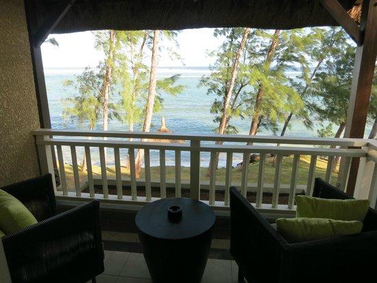 Outrigger Mauritius Beach Resort : Balcoy with sea view