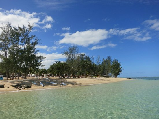 Outrigger Mauritius Beach Resort : Beach