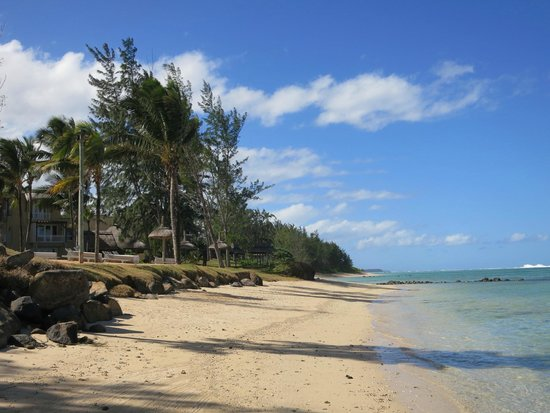 Outrigger Mauritius Beach Resort : Wild beach