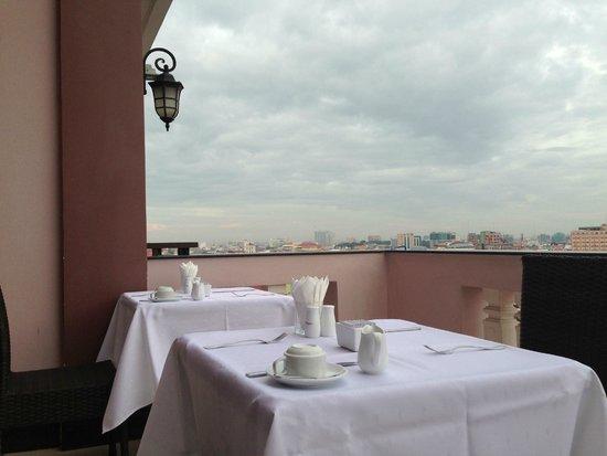 Rain Rock Hotel : Terra  area for breakfast