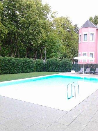 Primavera Perfume Hotel : outside pool
