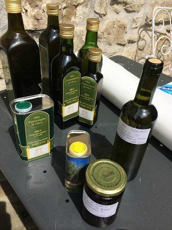Agriturismo Azienda Agricola il Pozzo: Olio extravergine di oliva, miele e marmellate - Extravergin olive oil, honey, jam