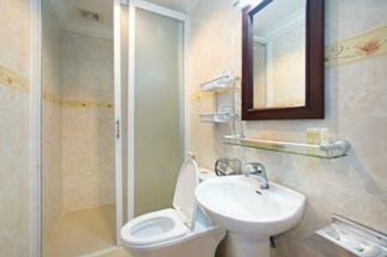 Rain Rock Hotel : Bath room