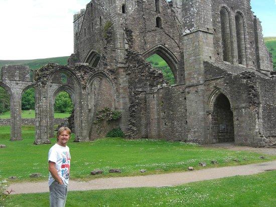 Llanthony Priory: Priory ruins