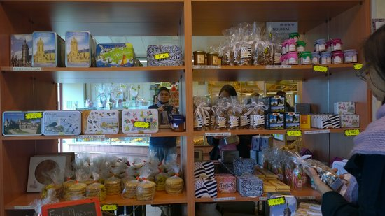 Chateau Quelennec Maison D'hote : Shopping for galettes and salted caramels