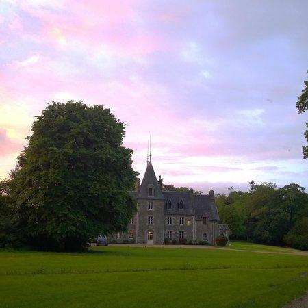 Chateau Quelennec Maison D'hote: Multi-hued sunset