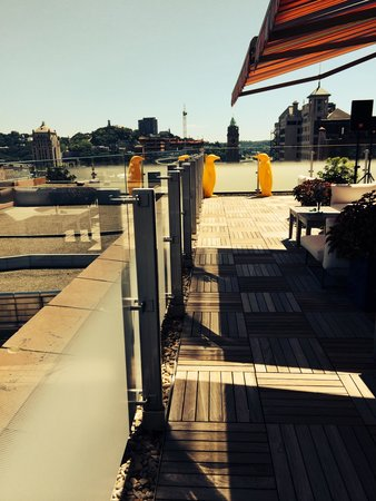21c Museum Hotel Cincinnati : Rooftop lounge.