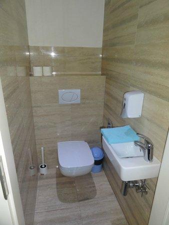 Gozsdu Court Aparthotel : Bathroom