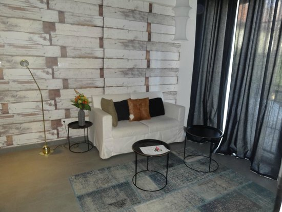 Gozsdu Court Aparthotel : Living room