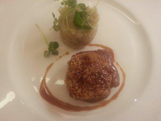 Cracco: Filetto di vitello in crosta di nocciola e patata taro morbida.