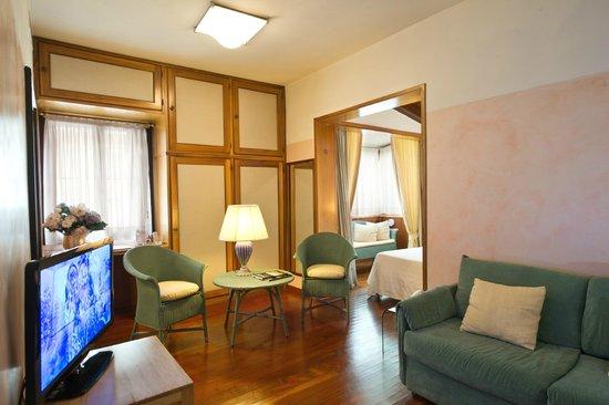 Hotel Villa Mabapa: Sample of a family room view