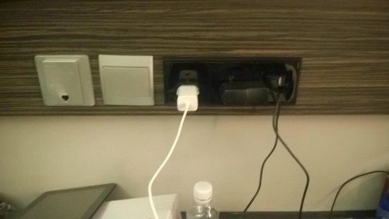 Parc Sovereign Hotel - Tyrwhitt : wifi & charging sockets