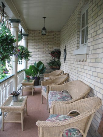 Amadeus Haus Bed & Breakfast: Guests enjoy sitting on the front porch.