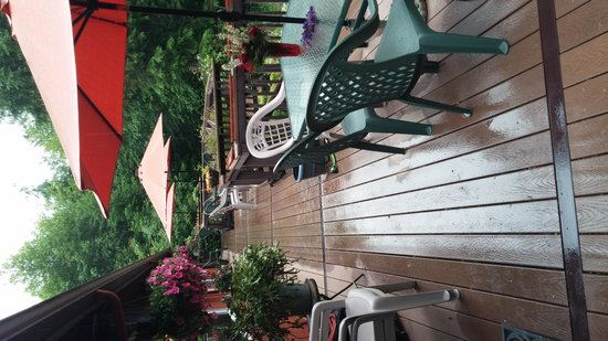 Misty Valley Inn B&B: Balcony