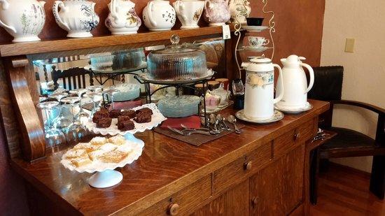 Misty Valley Inn B&B: Yummy baked goodies!