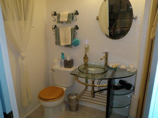 Misty Valley Inn B&B: Bathroom