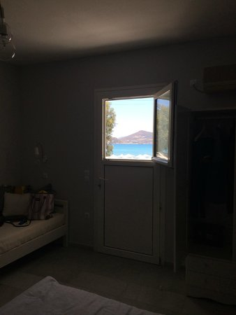 Ippokampos Beachfront Hotel Naxos : полноценного окна нет, зато вид хороший :)
