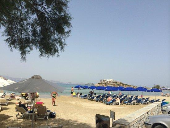 Ippokampos Beachfront Hotel Naxos : пляж напротив отеля