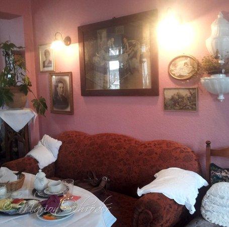 Alte Kaffeestube Minford: Alte Sofa sorgen für Gemütlichkeit
