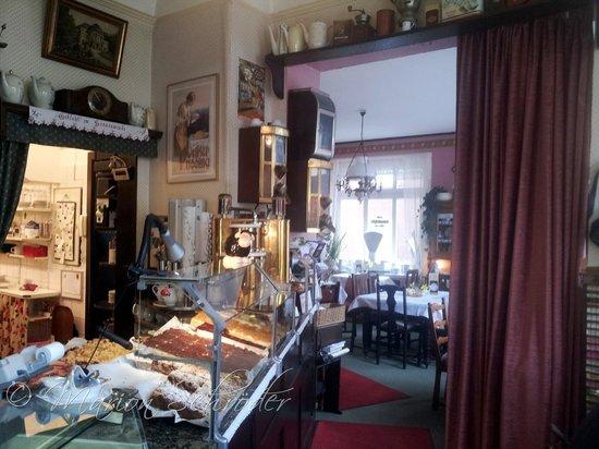 Alte Kaffeestube Minford: Das Kuchenbufett mit leckeren selbst gebackenen Kuchen vom Blech