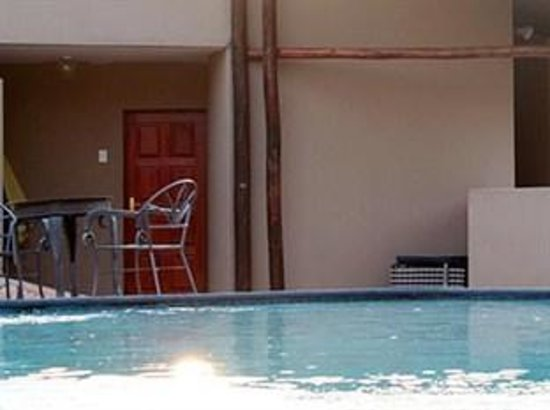 Sibane Hotel: pool side