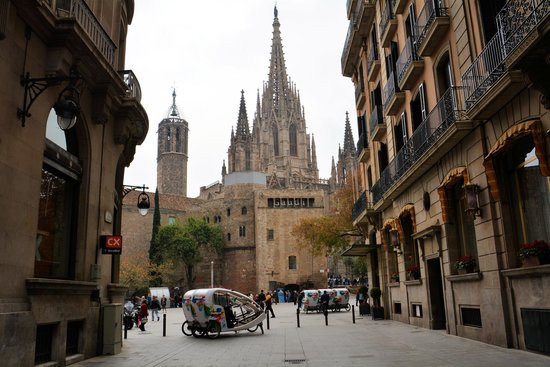 Gothic Quarter (Barri Gotic): カテドラルも