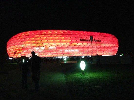 Allianz Arena: Арена ночью