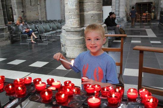 Saint Nicholas Church : Making wishes -