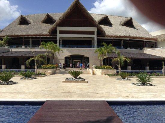 Royalton Punta Cana Resort & Casino: main building lobby bar Reception