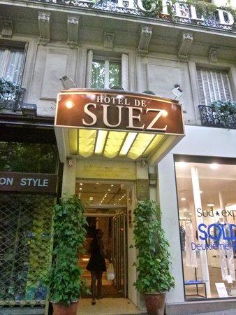 Hotel de Suez: The entrance