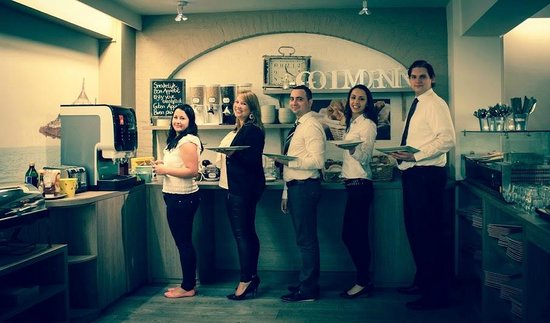 Floris Karos Hotel : Breakfast presented by the Front Desk Team