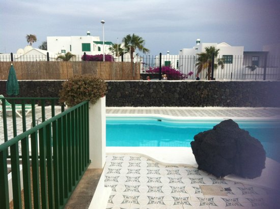 Apartments Las Acacias: view from the pool