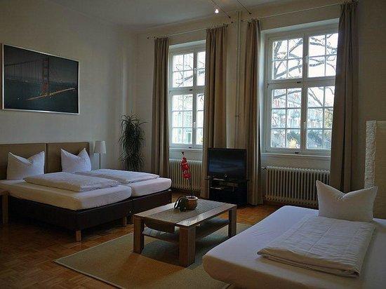 Apartment Hotel Konstanz: Dreibettzimmer