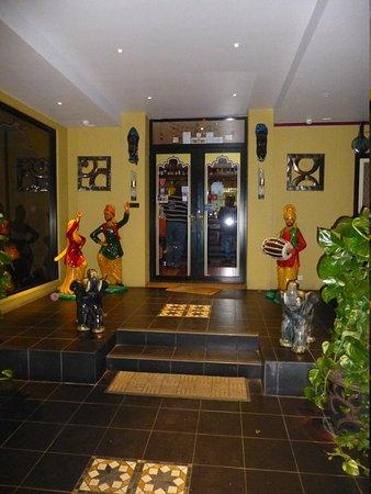 Indian Tavern Tandoori: Elaborate and traditional entrance