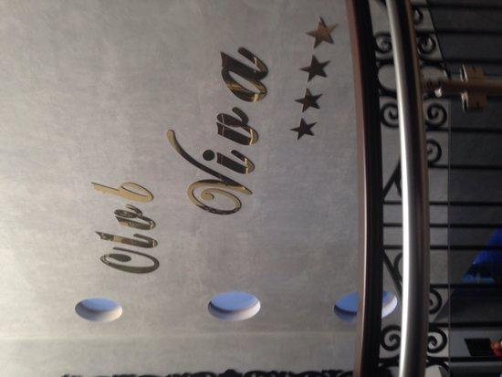 Club Viva Hotel : Sign