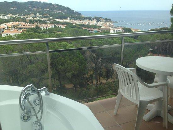 hotel garbi terraza con jacuzzi y bonitas vistas