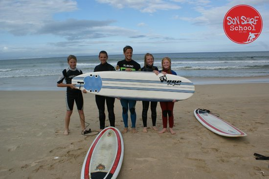 Son Surf School: Heinrich and the students about to paddle out