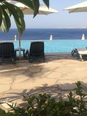 Reef Oasis Blue Bay Resort: Infinety Pool