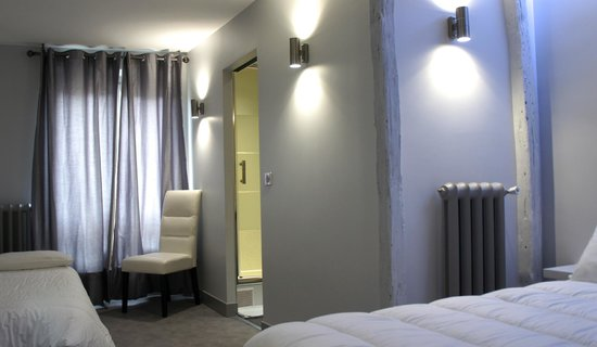 Hotel Nation Montmartre: TRIPLE 26M2 TOUT CONFORT