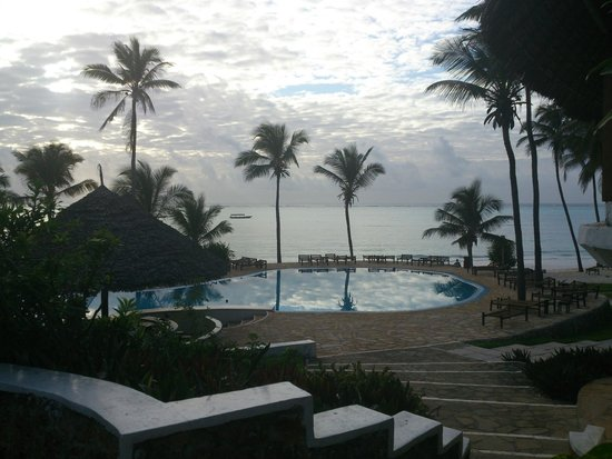 Karafuu Beach Resort and Spa : View at breakfast