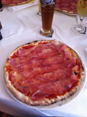 Pizzeria Winkler: Pizza fantastica servizio ottimo.  Assaggiate 4 pizze una meglio dell'altra