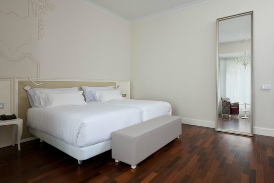 NH Collection Madrid Abascal: Premium Room