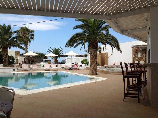 Aegeon Hotel: Pool view daylight