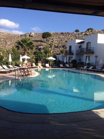 Caesar's Gardens Hotel & Spa: Pool & mountains