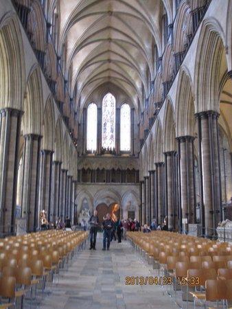 Salisbury Cathedral and Magna Carta: 堂内