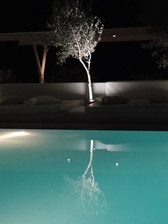 Bellonias Villas: Olive tree lined pool