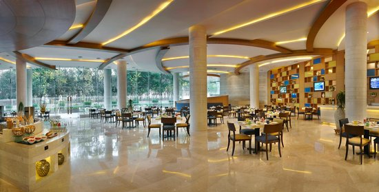 24/7 Restaurant at The Lalit Chandigarh